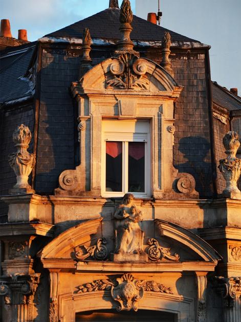 facade-statue-revue