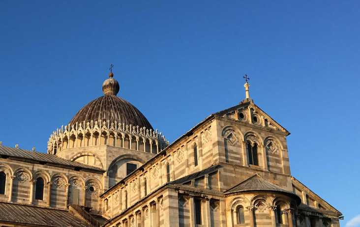 La cathédrale de Pise est caractéristique du style roman pisan.